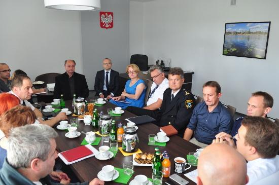 4b8c58c4b11896 ... spotkanie służb i instytucji odpowiedzialnych za walkę z handlem  dopalaczami w Starachowicach. W spotkaniu uczestniczyli przedstawiciele  prokuratury, ...